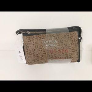 🌸New🌸Guess 2 pack zip closure cosmetic bags set